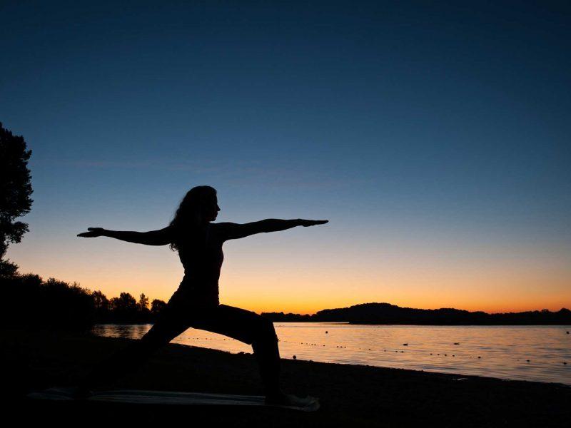 Adjustment und Hilfestellung im Yogaunterricht
