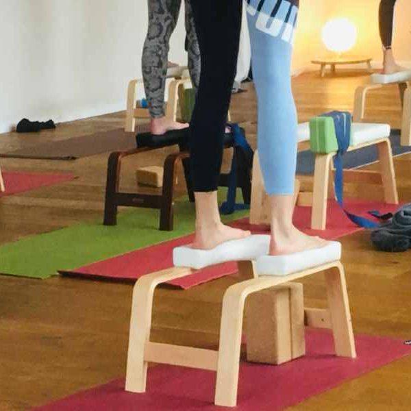 Yoga mit dem Feet-Up® Kopfstand Hocker